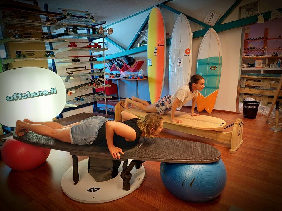Surfsimulaattori ja horseradish balance board
